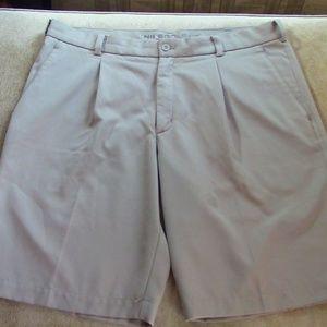 Nike Golf Mens Athletic Khaki Shorts Sz 36